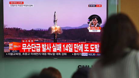 People watch a television news showing file footage of a North Korean missile launch, at a railway station in Seoul on April 5, 2017. © JUNG YEON-JE