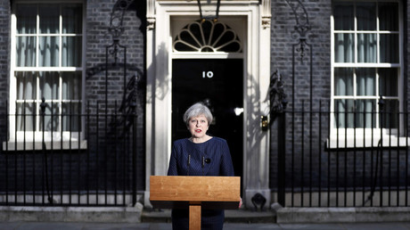 Britain's Prime Minister Theresa May speaks to the media outside 10 Downing Street, in central London, Britain April 18, 2017. © Stefan Wermuth