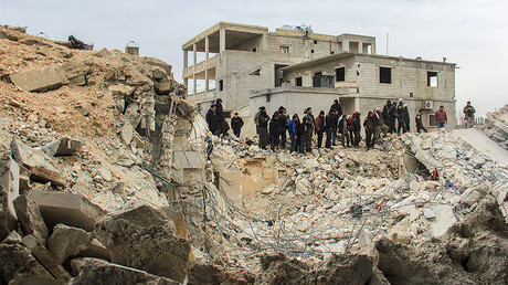 People dig through the rubble of a mosque following a reported airstrike on a mosque in the village of Al-Jineh in Aleppo province on March 17, 2017. © Omar haj kadour / AFP
