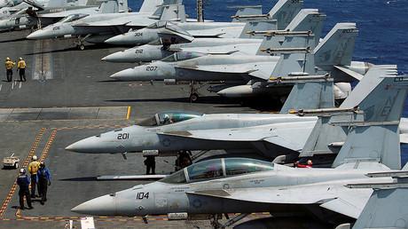 U.S. Navy F18 fighter jets, March 3, 2017. © Erik De Castro