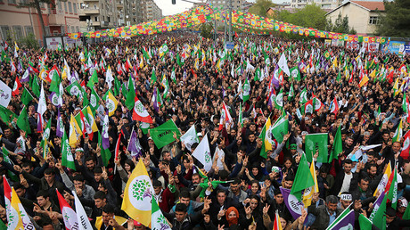Supporters of Turkey's pro-Kurdish opposition Peoples' Democratic Party (HDP) in Diyarbakir, Turkey, April 15, 2017 © Sertac Kayar