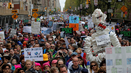 Protesters line Central Park West during the Earth Day 'March For Science NYC' demonstration, New York, April 22, 2017. © Andrew Kelly