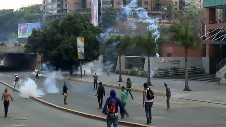 Anti-govt protesters clash with police in Venezuela