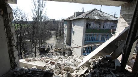 Privokzalnaya Street in the frontline township of Donetsk-Severny, Donbass Region. ©  Sergey Averin
