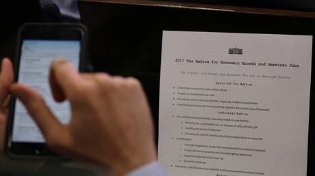 A reporter shoots a picture of a White House press release on its tax reform plan  in Washington, US, April 26, 2017 © Carlos Barria
