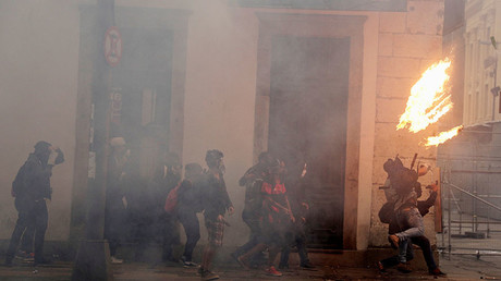 Anti-austerity protesters clash with police, block roads, start fires in Rio (WATCH LIVE)