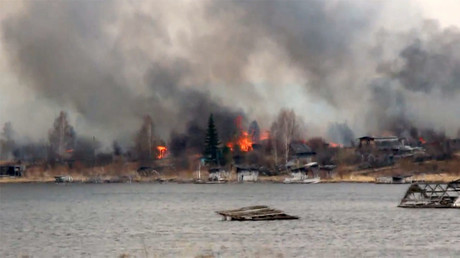Russian village burns to ground as wildfires hit Siberia, state of emergency declared (VIDEOS)