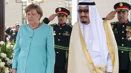 FILE PHOTO: German Chancellor Angela Merkel (L) standing next to Saudi Arabia's King Salman bin Abdulaziz al-Saud © Saudi Royal Palace