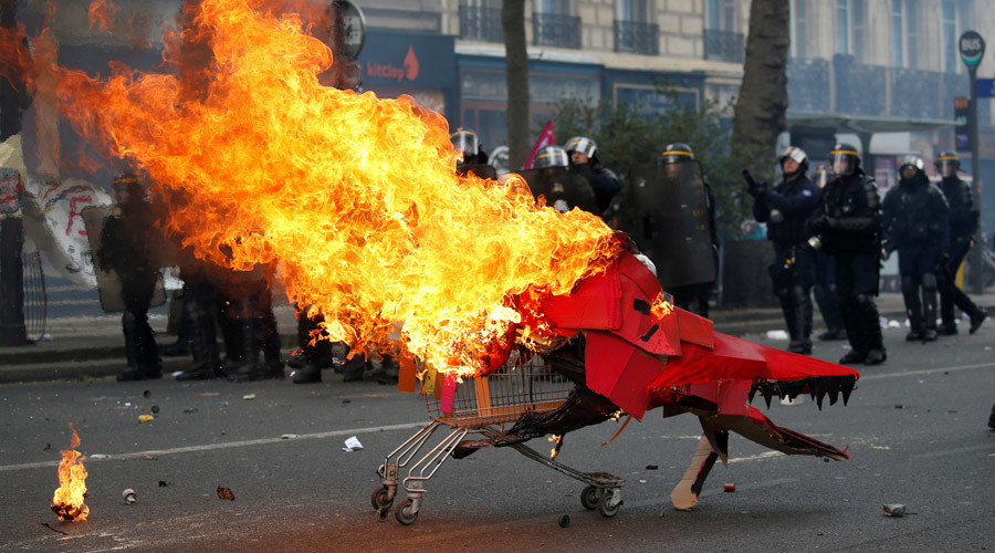 Clashes erupt between police & demonstrators during Paris protest (WATCH LIVE)