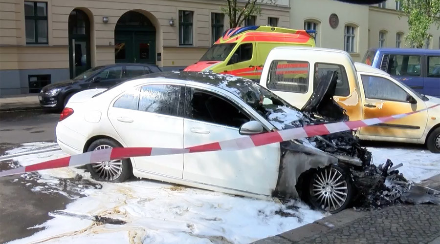 Several cars burnt in Berlin ahead of May Day protests (VIDEO)
