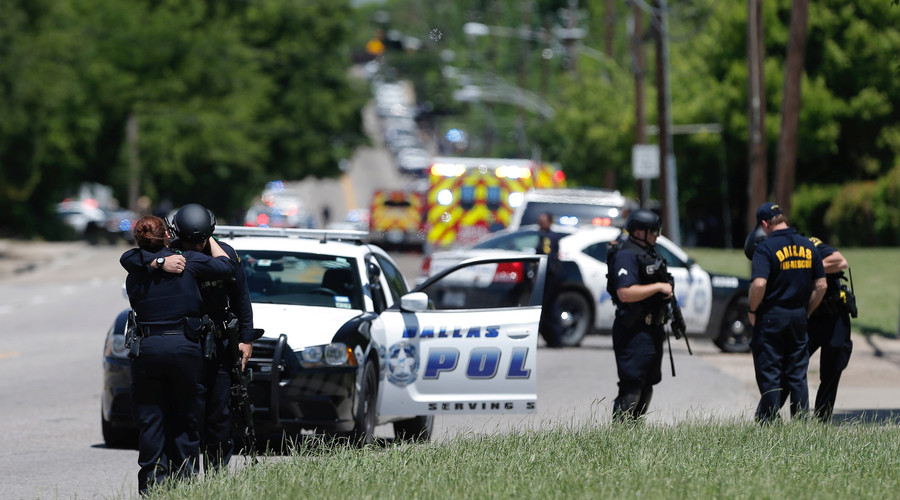 Manhunt in Dallas after 2 people shot