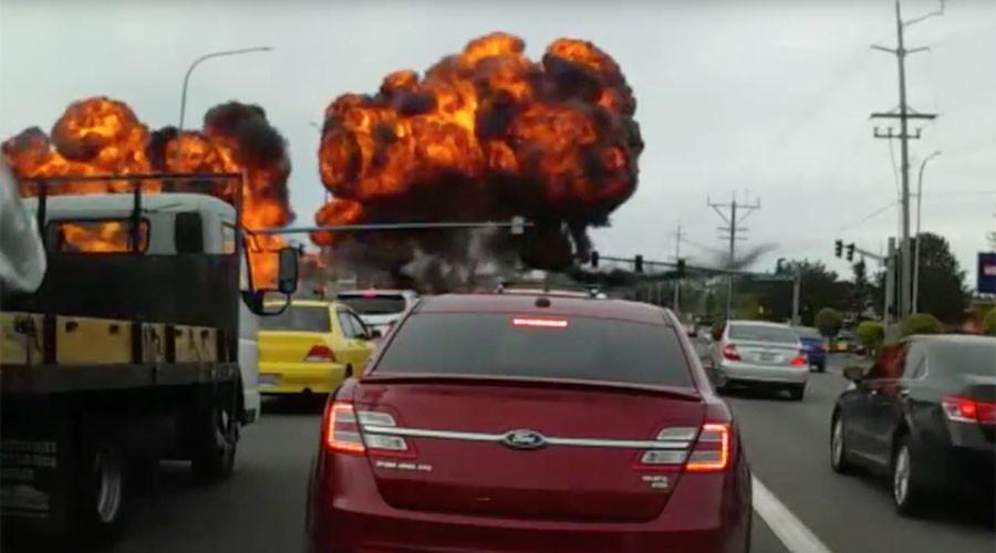 Fireball freeway: Crashing plane snaps power lines, nobody dies (VIDEO)