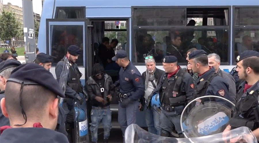 Mounted police & helicopters: Massive op evicts makeshift migrant camp in Milan (VIDEO)