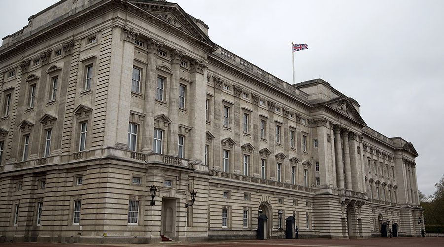 UK media in frenzy over emergency meeting at Buckingham Palace called by Queen's senior aides