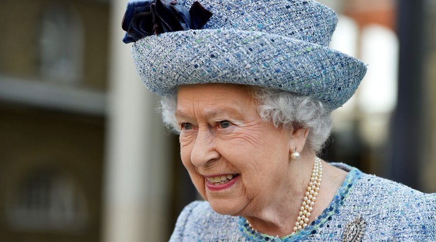 Buckingham Palace 'emergency meeting' sends internet into hyperdrive