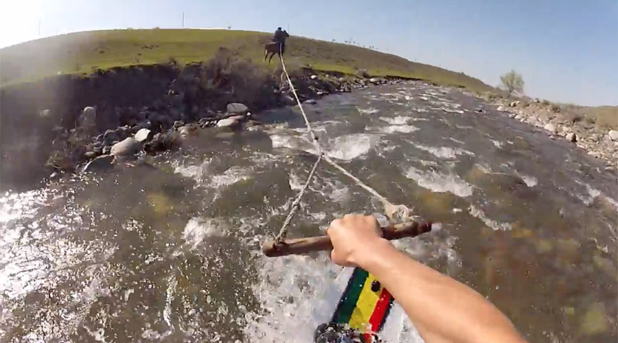 Wakeboarder rides rocky mountain river by horse power (VIDEO)