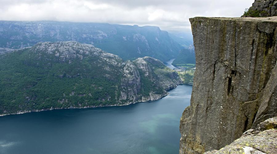 Google Maps sends hundreds of cliff-seeking tourists to Norwegian village 30km away