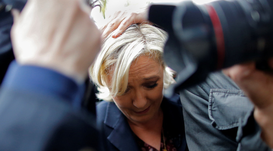 Protesters throw eggs at Le Pen in Bretagne (VIDEO)