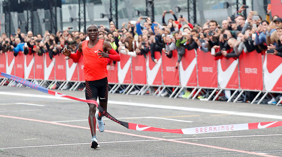 #Breaking2: Kenyan runner comes agonizingly close to sub 2-hour marathon (VIDEO)