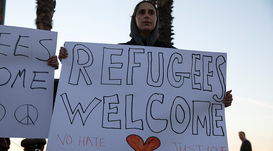 Refugee entry to US slumps despite court blocks of Trump travel ban