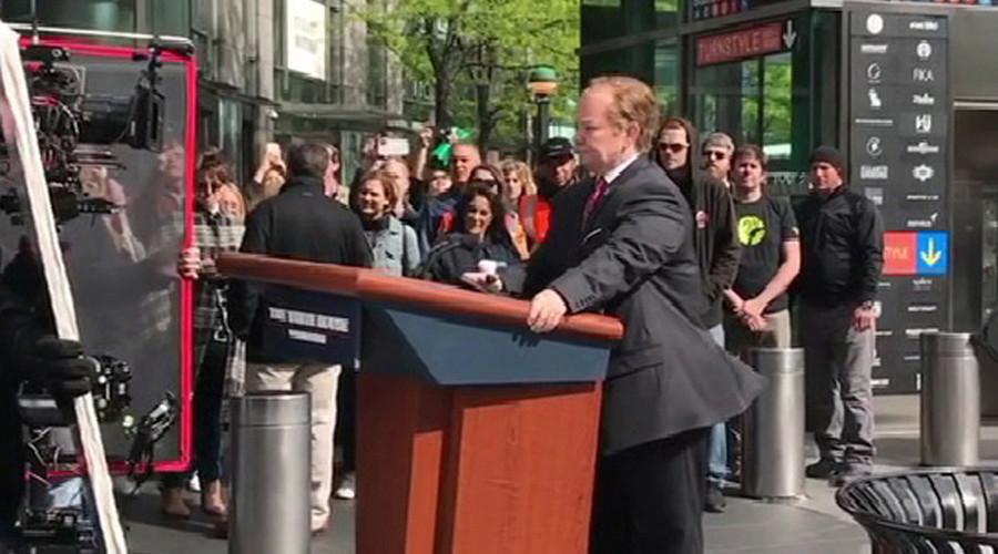 Melissa McCarthy rides Sean Spicer's podium through New York streets