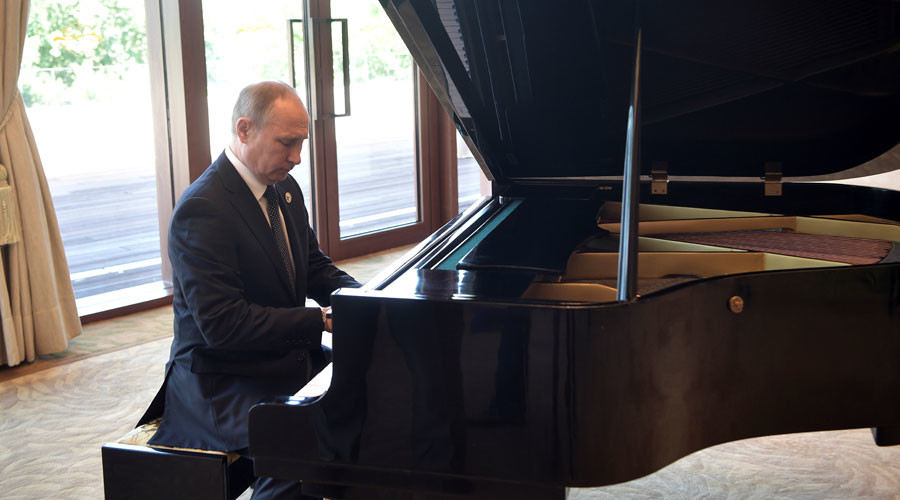 Putin undecided on what melody to play for Trump