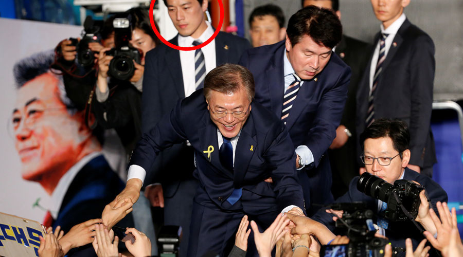 South Korea's 'dreamy' presidential bodyguard sends internet into a frenzy (PHOTOS)