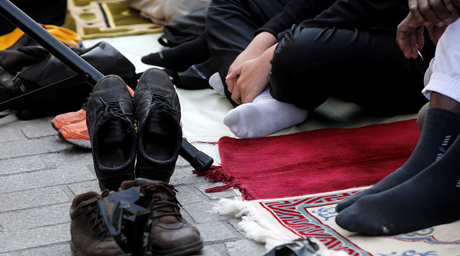 Public Muslim prayer in Munich scrapped amid fears of 'right-wing violence'