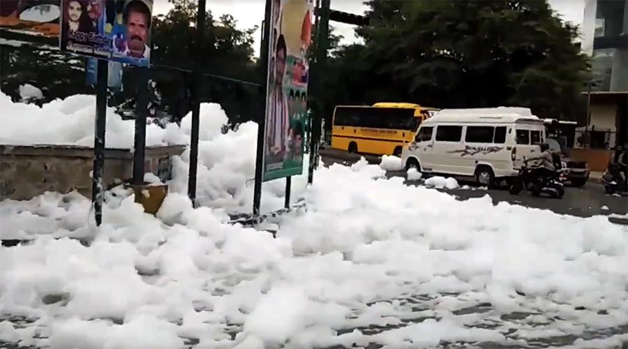 'Chemical snowfall': Toxic foam causes mayhem on busy Bangalore street (VIDEO)