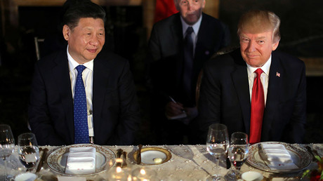 Chinese President Xi Jinping and U.S. President Donald Trump attend a dinner at the start of their summit in Florida, U.S., April 6, 2017. © Carlos Barria