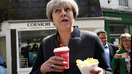 Britain's Prime Minister Theresa May enjoys some chips during a campaign stop in Mevagissey, Cornwall, May 2, 2017. ©Dylan Martinez