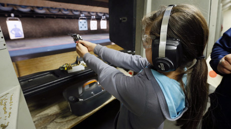 A 10-year-old girl at an LA shooting range © Lucy Nicholson