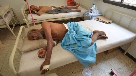 People infected with cholera lie on beds at a hospital in the Red Sea port city of Hodeidah, Yemen May 14, 2017. © Abduljabbar Zeyad
