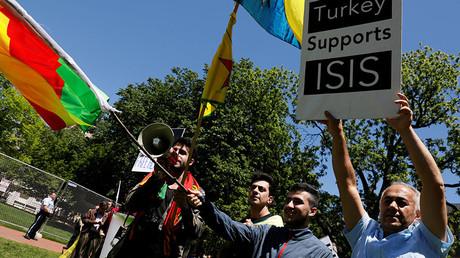 A group of anti-Erdogan Kurds shout slogans at a group of pro-Erdogan demonstrators in Lafayette Park, Washington, U.S. May 16, 2017. © Jonathan Ernst