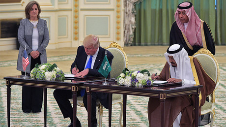 US President Donald Trump (L) and Saudi Arabia's King Salman bin Abdulaziz al-Saud, Riyadh May 20, 2017. 