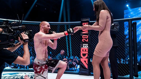 MMA fighter proposes to his girlfriend in the cage after dramatic bout at ACB 61 (VIDEO)