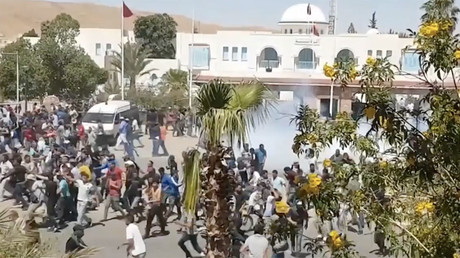 Police use tear gas to disperse protesters in Tunisia