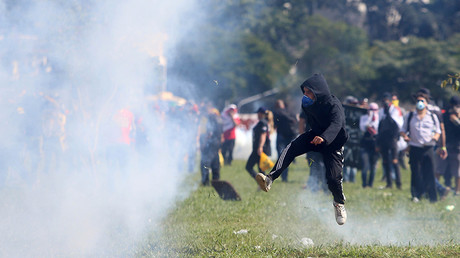 Police uses tear gas, stun grenades in clashes with protesters in Brazil  (VIDEO)