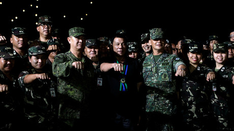 Philippine President Rodrigo Duterte with soldiers © Czar Dancel