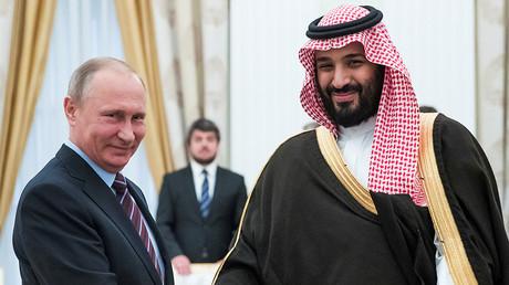 Russian President Vladimir Putin (L), Saudi Deputy Crown Prince Mohammed bin Salman (R) © Pavel Golovkin