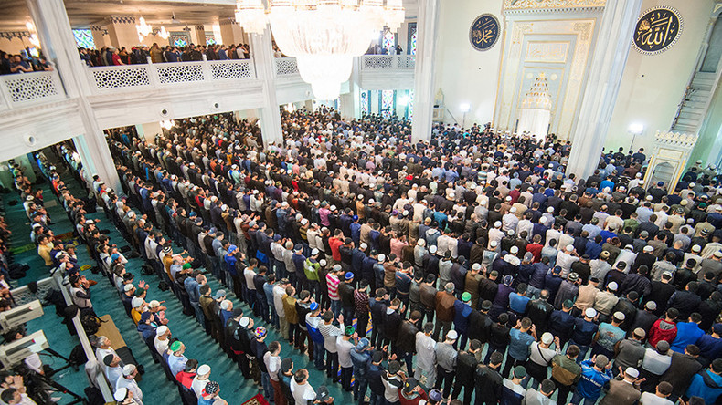 Non Muslim Perspective On The Revolution Of Imam Hussain: 250,000 Muslims Flock To Moscow's Cathedral Mosque For Eid