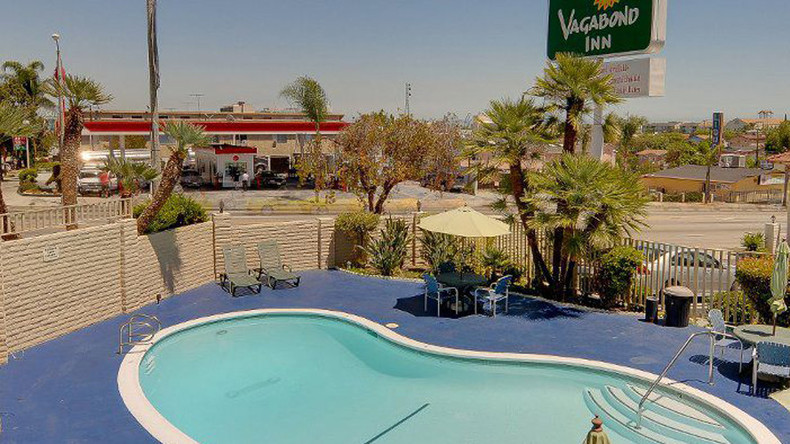 8 injured as SUV crashes into LA motel swimming pool