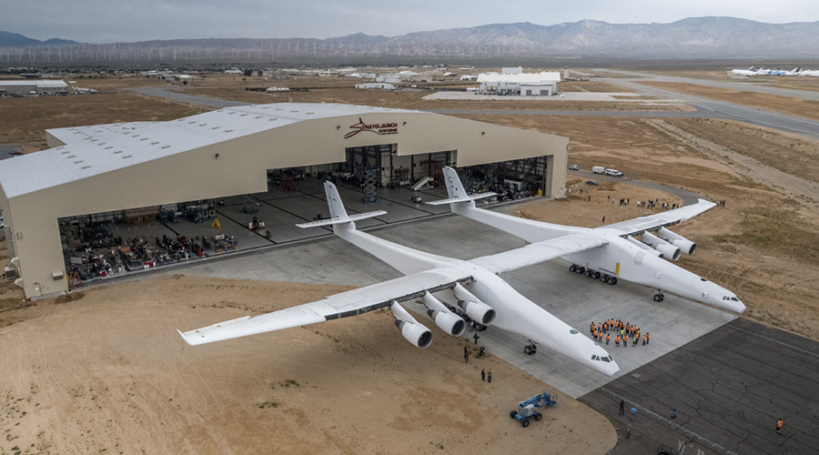 World's largest airplane rolls out of hanger for first time (VIDEO, PHOTOS)