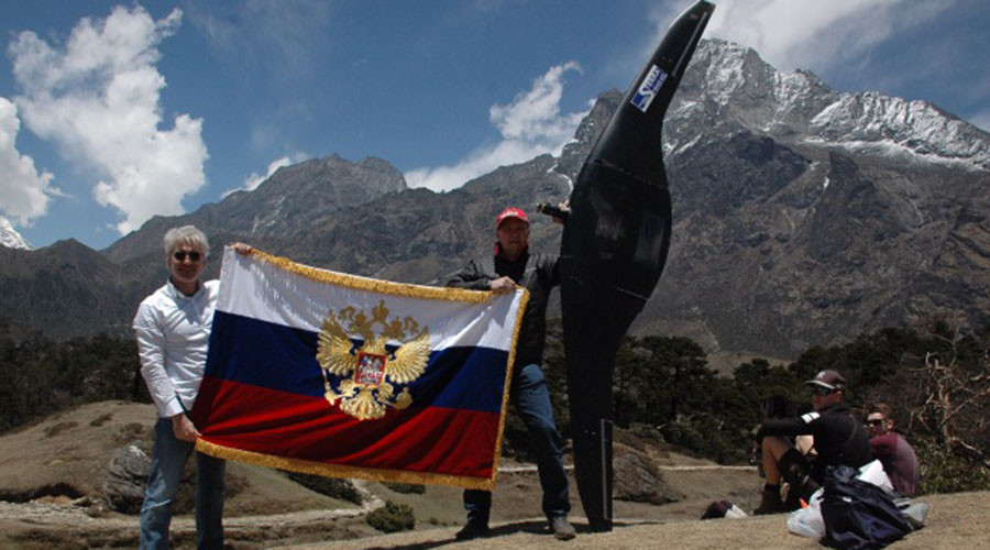 Russian drone soars over Everest in world record flight (PHOTOS)