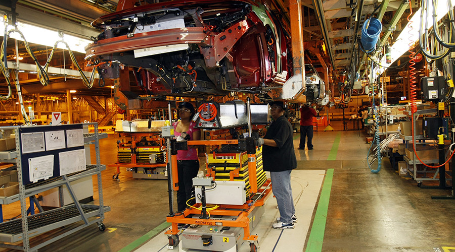 NEW YORK (CNNMoney) - General Motors is cutting factory jobs again