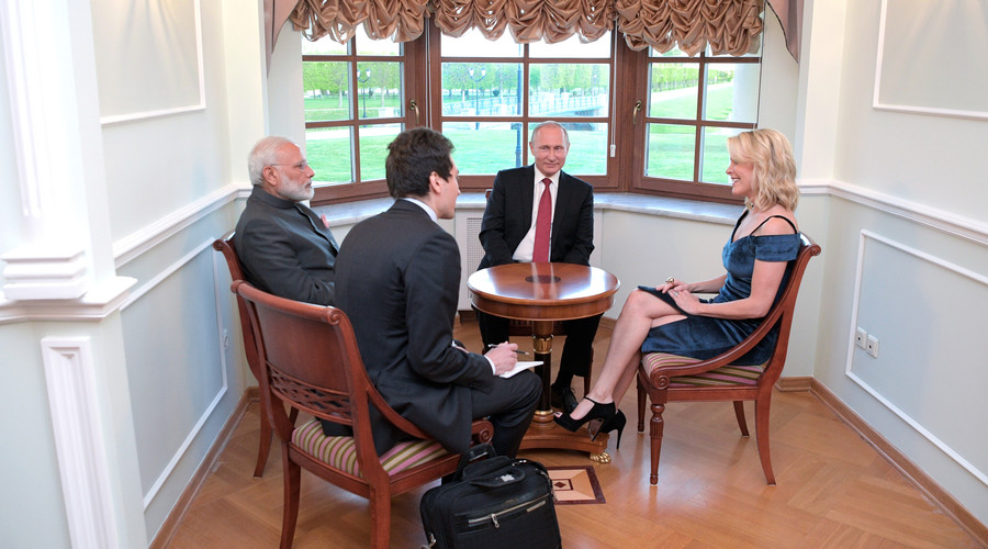 Russian President Vladimir Putin and Indian Prime Minister Narendra Modi talk to US journalist and NBC anchor Megyn Kelly (R), June 1, 2017. © Alexei Druzhinin / Sputnik