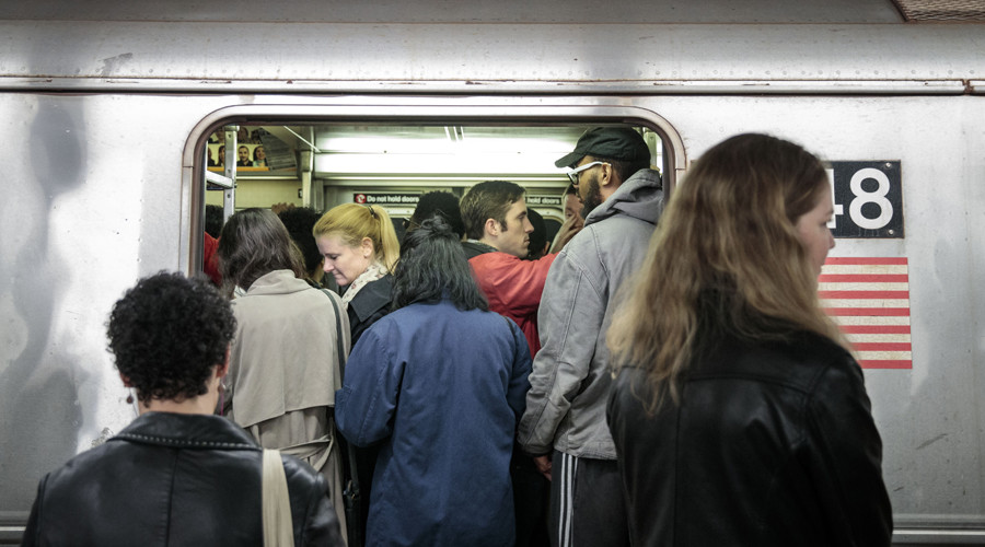 New York's transit offers 'late-to-work' notes for stranded commuters