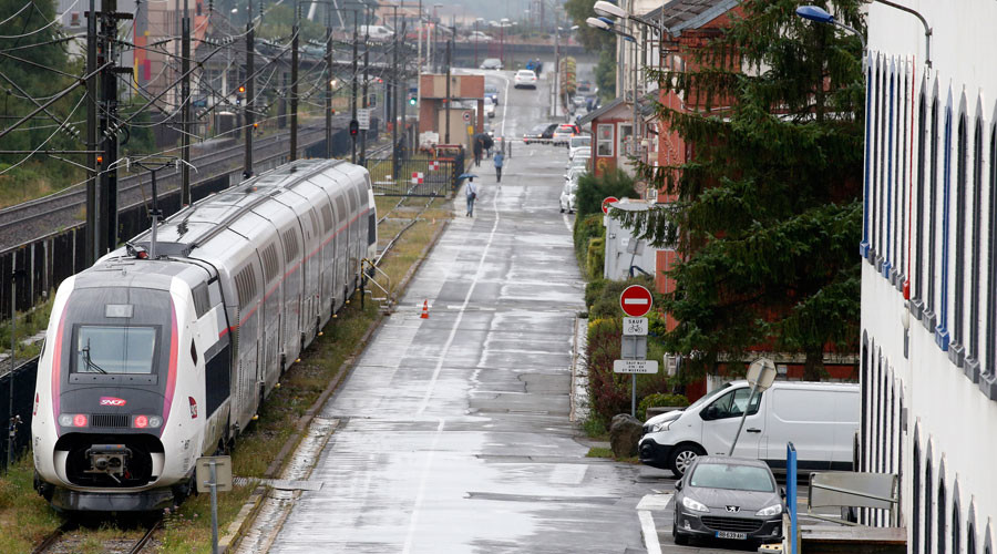 Flushing out terrorists? French actor rehearsing in train toilet mistaken for attacker