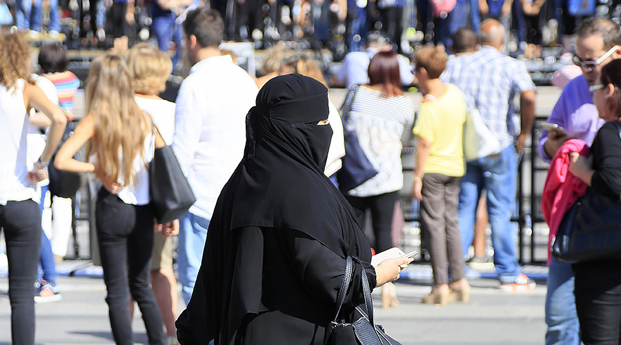 'Enlightenment values': Austria enacts anti-burqa & compulsory integration law