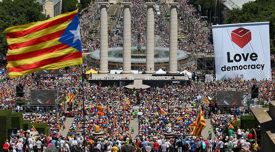 Guardiola joins thousands at rally for Catalan independence (PHOTOS)